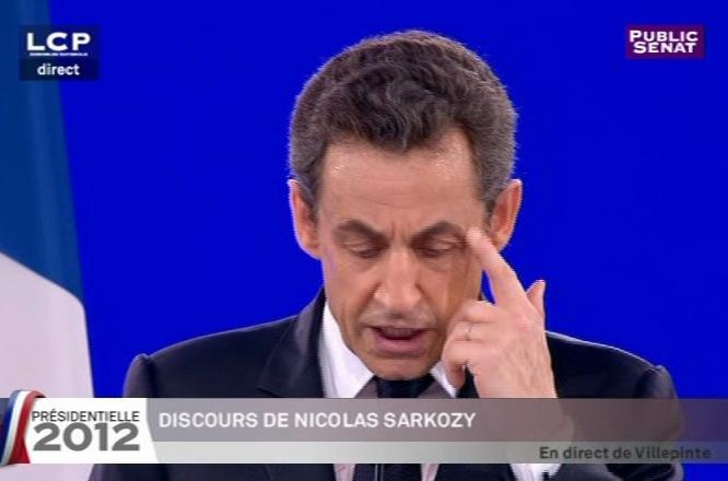 Nicolas Sarkozy à Villepinte, un petit coup de chaud alors qu'il menace l'Europe...