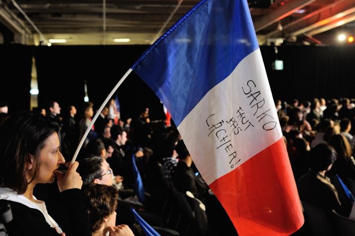 Militante inquiète au meeting jeunesse de Nicolas Sarkozy - © Razak