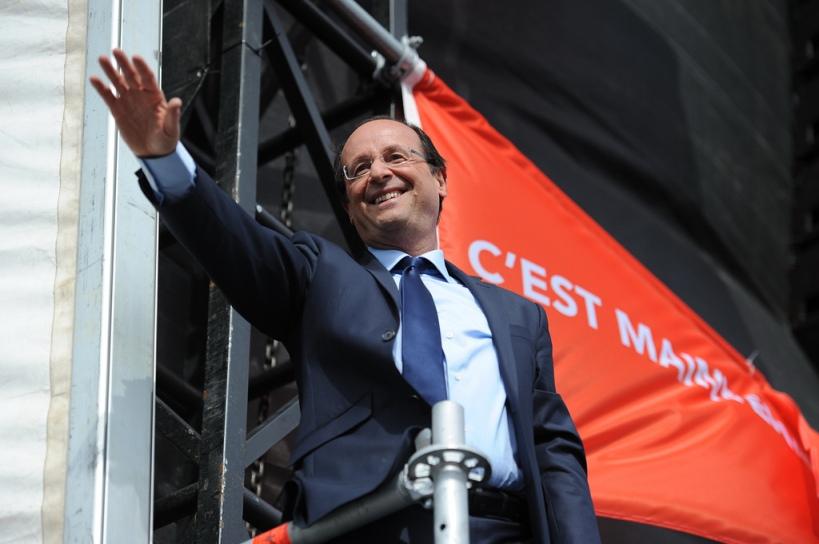 François Hollande à Vincennes salue la foule - © Razak