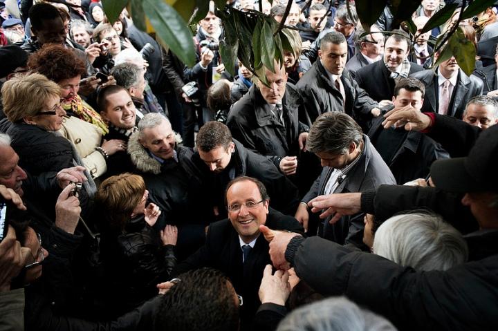François Hollande dans les rues de Albi, 16 avril 2012. Photo cc Benjamin Géminel.