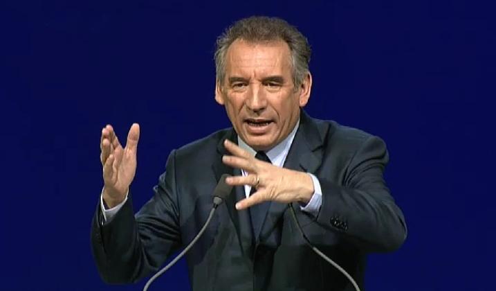 François Bayrou en meeting à Lille, le 18 avril 2012 - capture Ze Rédac