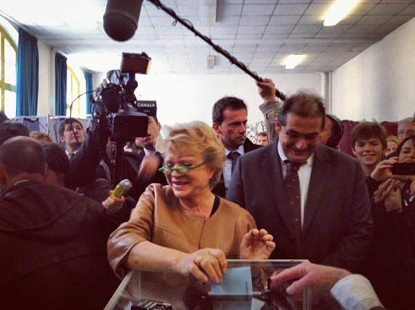 Eva Joly vote dans le 14 arrdt de Paris - photo ClementineNYC