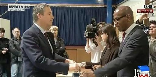 Nicolas Dupont-Aignan a voté dimanche 22 avril à Yerres dans l'Essonne.