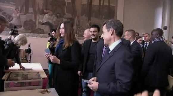 Nicolas Sarkozy et Carla Bruni votent dans le XVIème Arrdt de Paris - capture BFMTV