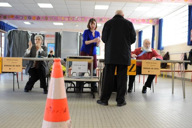 Les opérations de vote ont commencé à Paris - © Razak