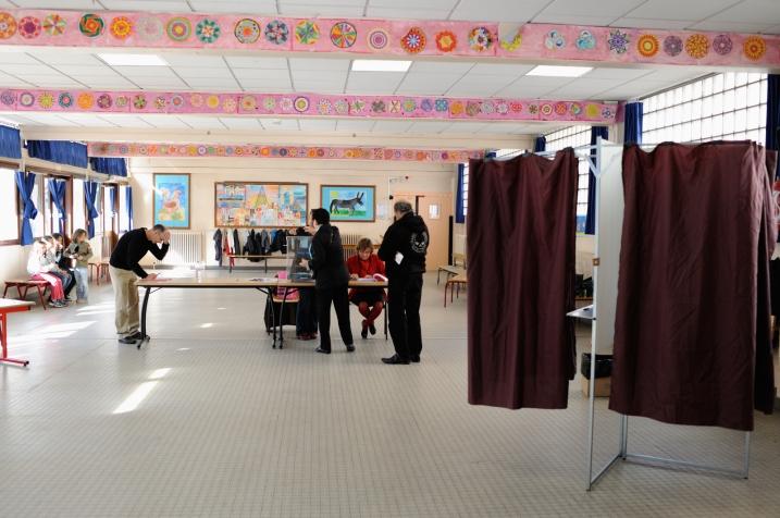 Bureau de vote parisien aménagé dans une maternelle - © Razak