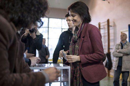 Nathalie Arthaud a voté à Vaulx-en-Velin près de Lyon - © Jeff Pachoud / L'Yonne