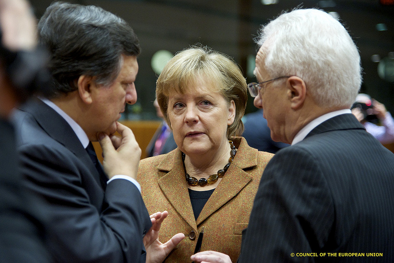 Angela Merkel en discussion avec Jose Manuel Barroso, président de la commission